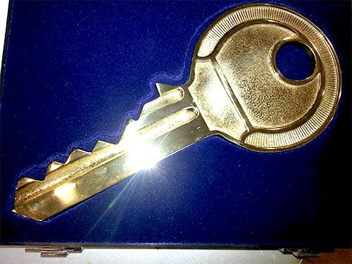 Übergabeschlüssel in Messing poliert