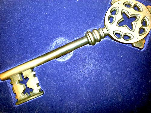 Übergabeschlüssel bronziert
